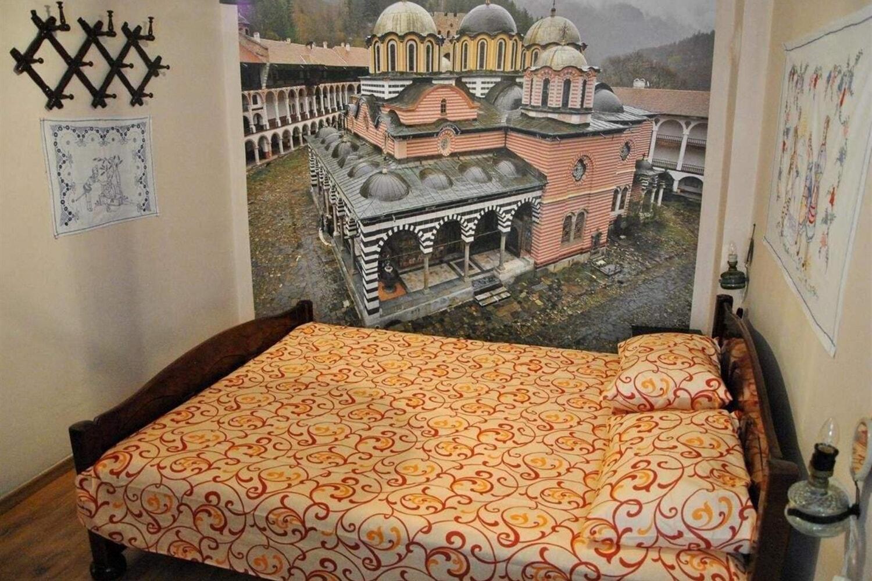 Отель 10 Coins Hostel