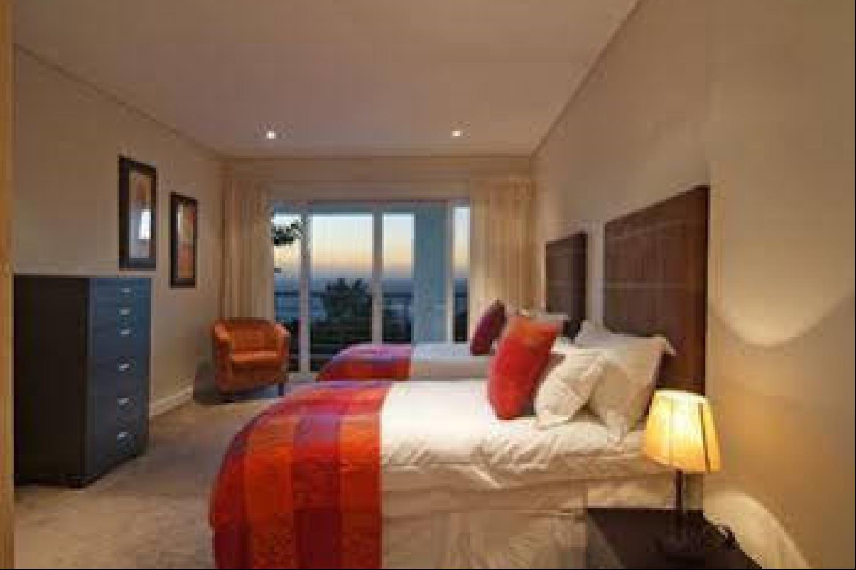 Отель 100 Geneva Drive