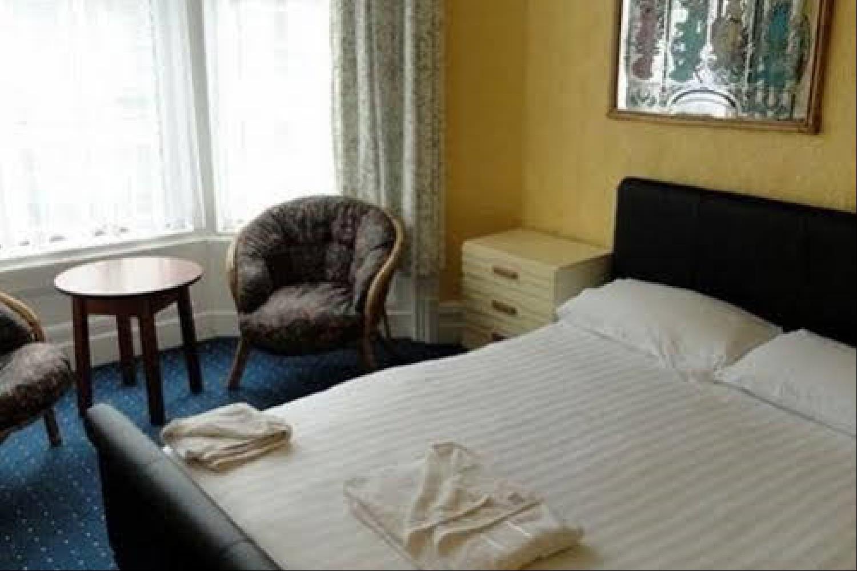 Отель 100 Pipers Hotel