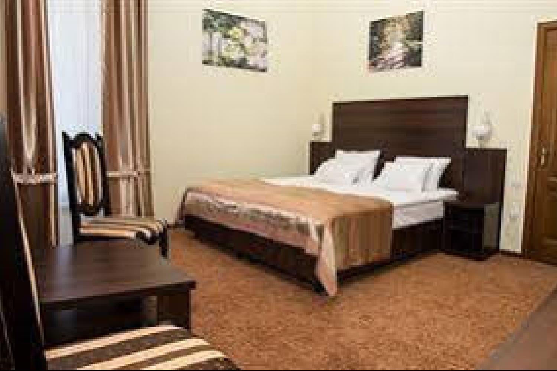 Отель 12 Months Mini Hotel