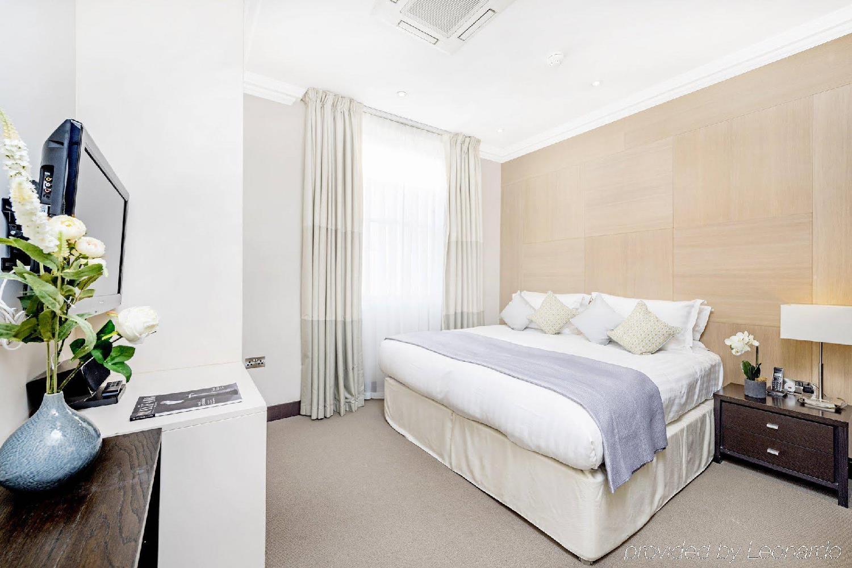 Отель 130 Queen's Gate Apartments