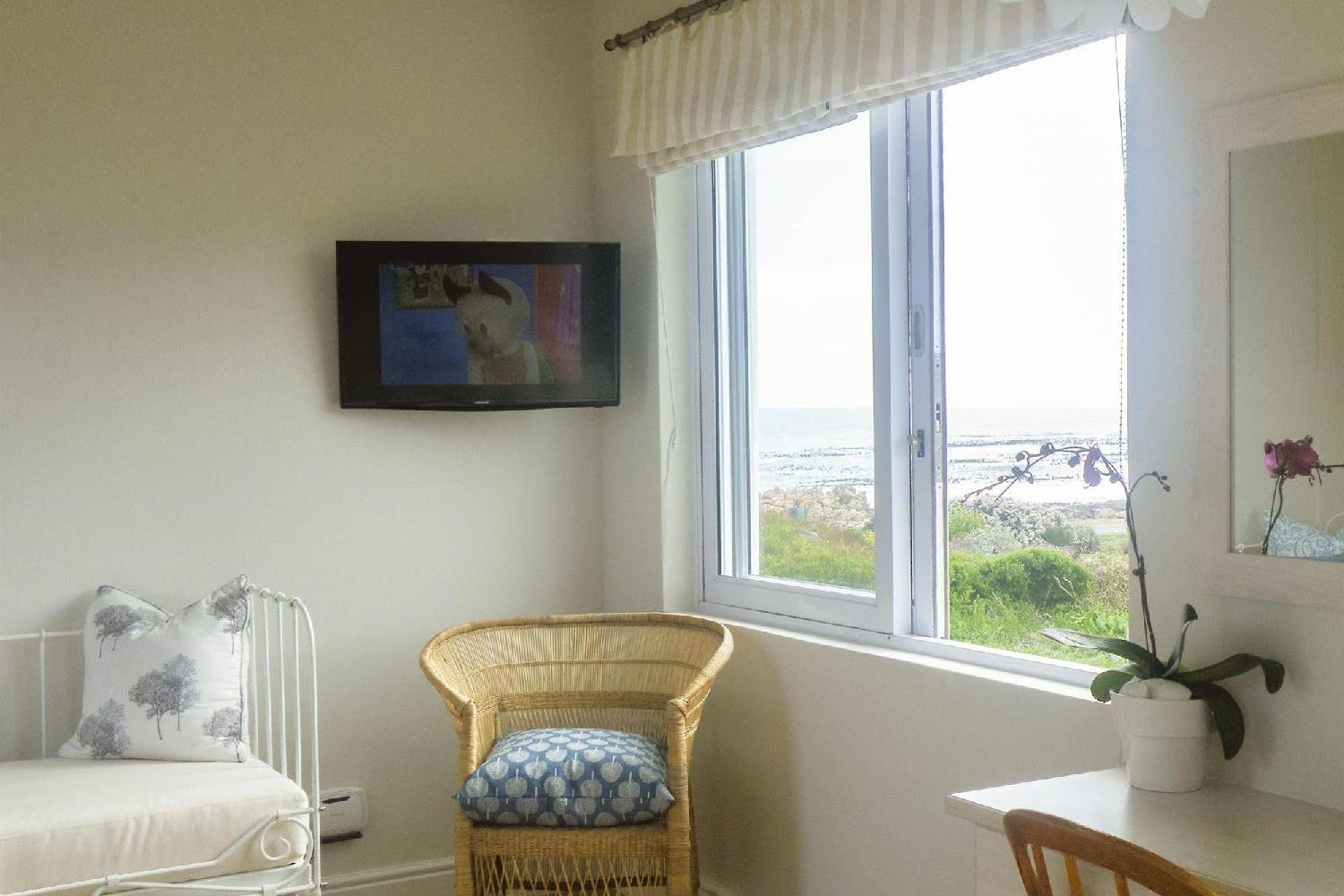 Отель 138 Marine Beachfront Guesthouse