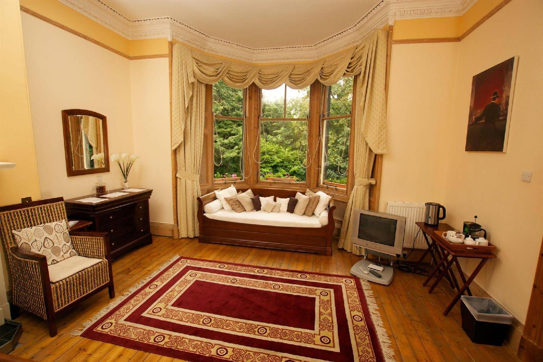 Отель 15 Merchiston Gardens