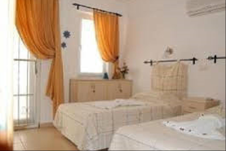 Отель 2 BR Apartment Sleeps 4 - EOT 9437