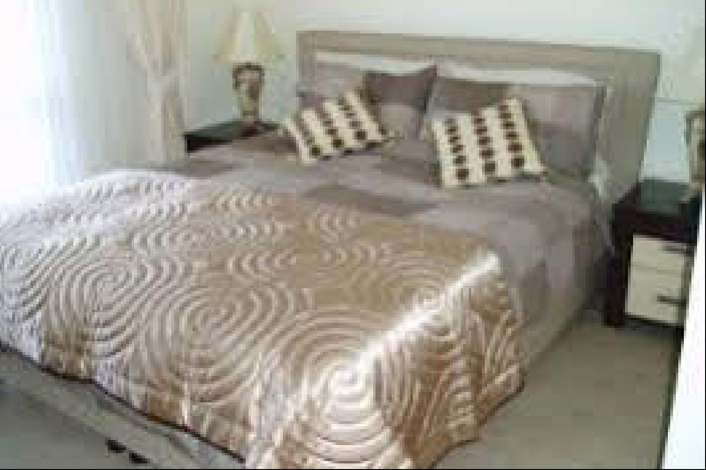 Отель 2 BR Apartment Sleeps 4 - EOT 9448