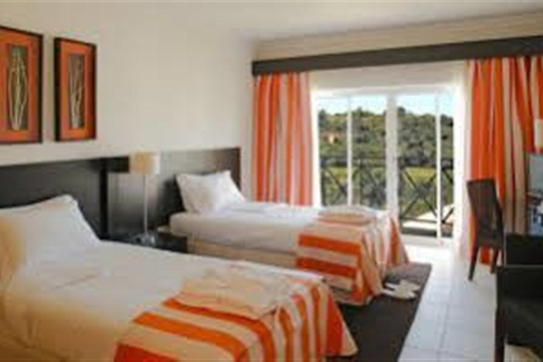 Отель 2 BR Condo Fireplace Sleeps 4 - AVA 1131