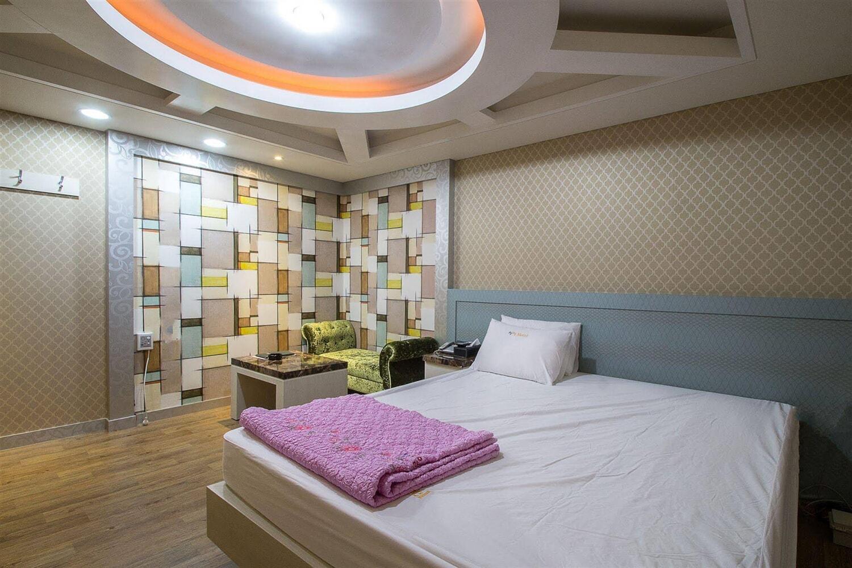 Отель 2 Days and 1 Night Hotel
