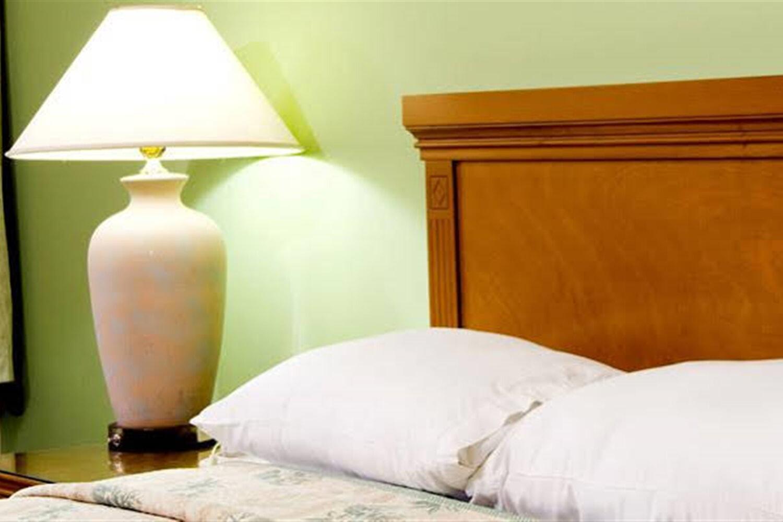 Отель 4 BR Villa - Highgrove Sleeps 8 - SFM 3354
