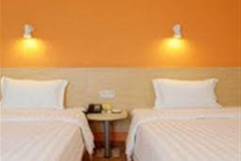 Отель 7 Days Inn Guangzhou Pazhou Branch