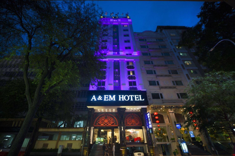 Отель A and Em Signature