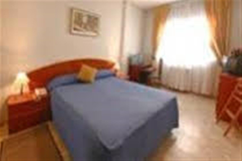 Отель A and H Apartamentos Internacional