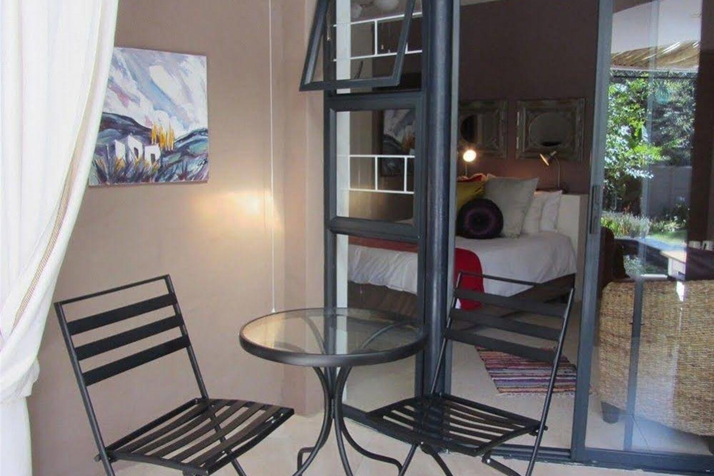 Отель Absolute Bosch Guesthouse