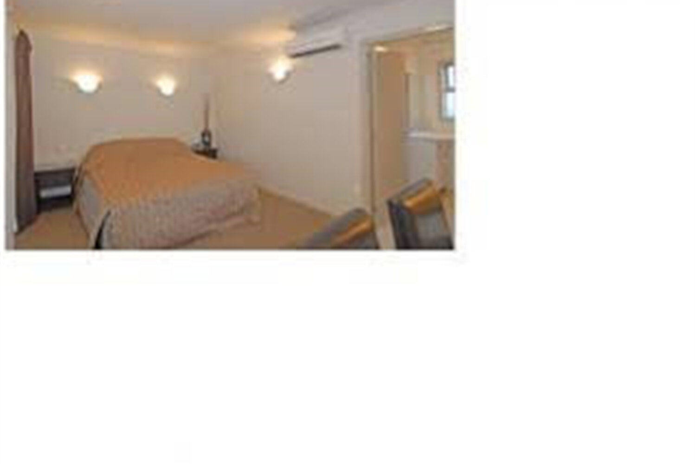 Отель Absolute Lake View Motel