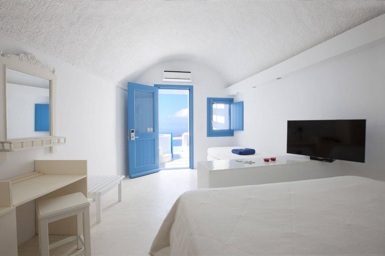 Отель Abyssanto Suites & Spa