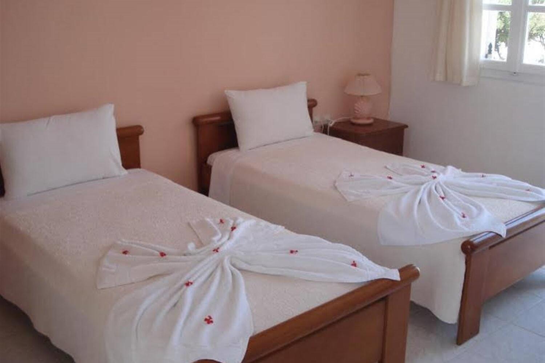 Отель Abyssanto Villa