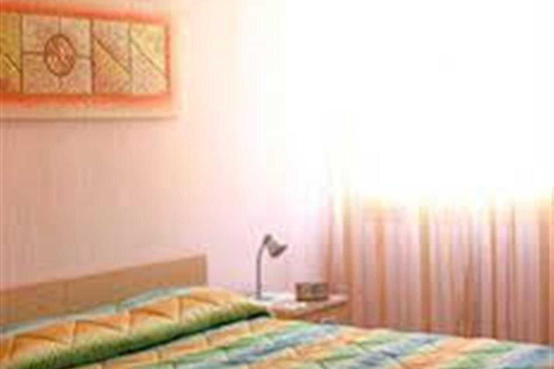 Отель Actinia Accommodation