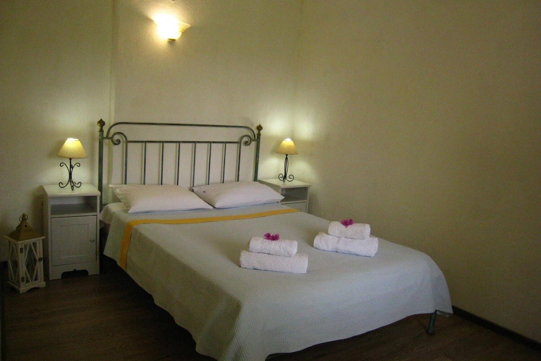 Отель Adamantia