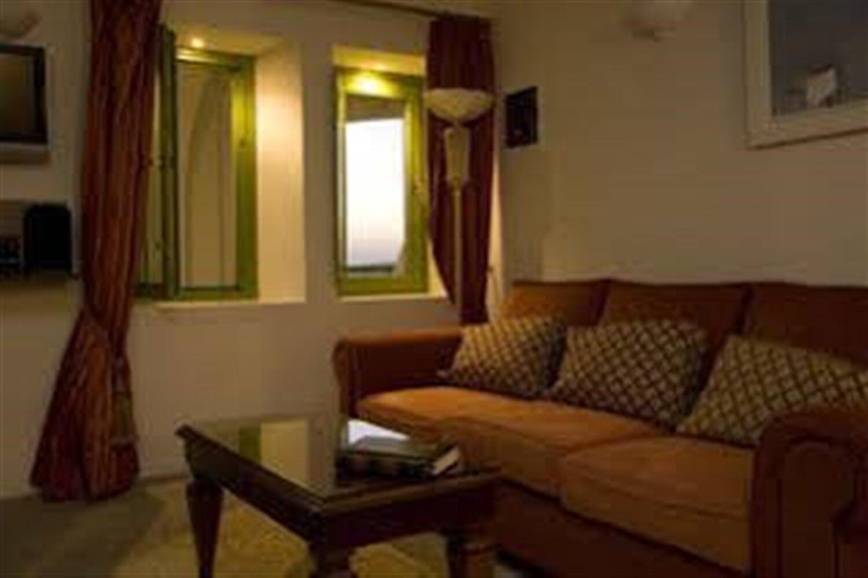 Отель Adamis Majesty Suites