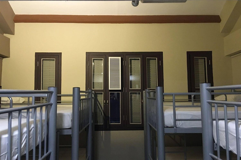 Отель Adamson Lodge Hostel