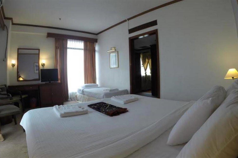 Отель Adamson
