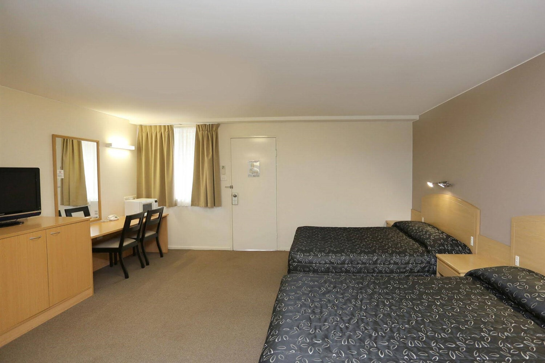 Отель Adamstown Elizabeth Motor Inn
