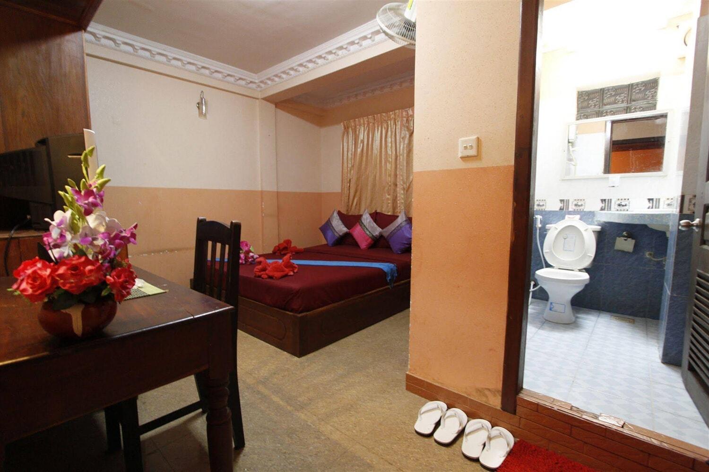 Отель Adan World Hostel