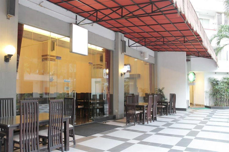 Отель Airy Penjaringan Taman Pluit Kencana Jakarta