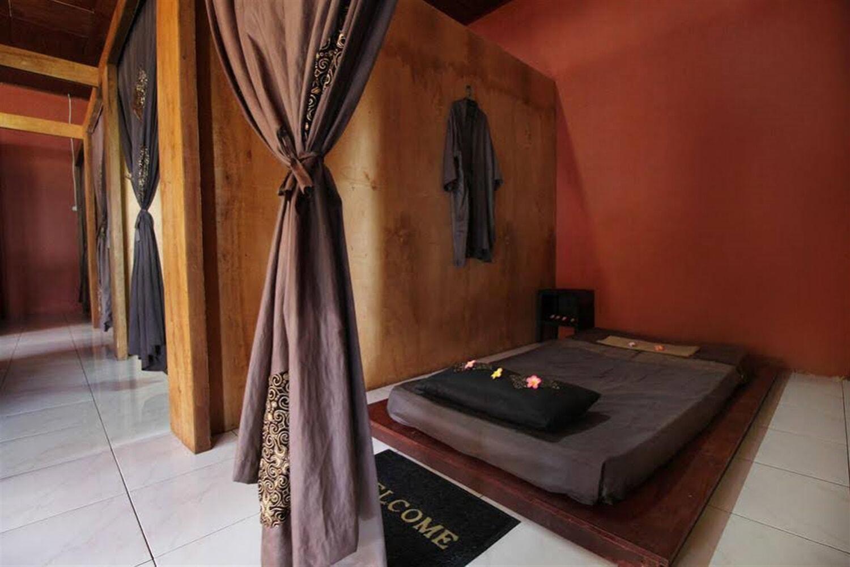 Отель Airy Singaraja Raya Lovina Bali