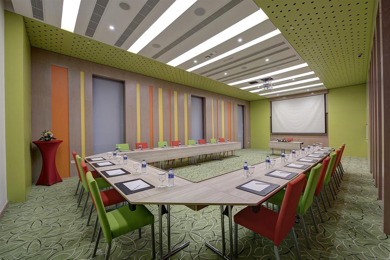 Отель Al Khoory Atrium Hotel
