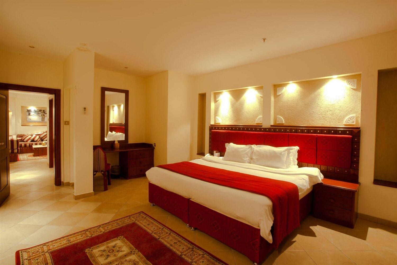 Отель Al Liwan Suites