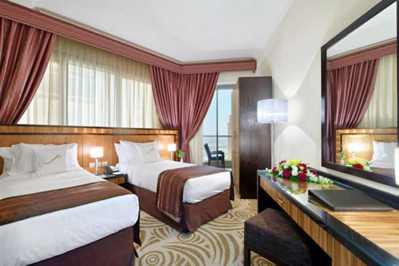 Отель Al Majaz Premiere Hotel Apartments