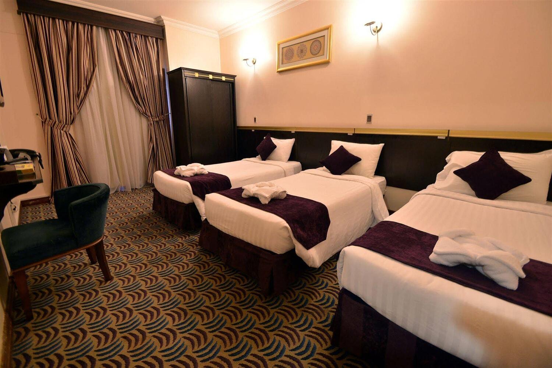 Отель Al Majeedi ARAC Suites