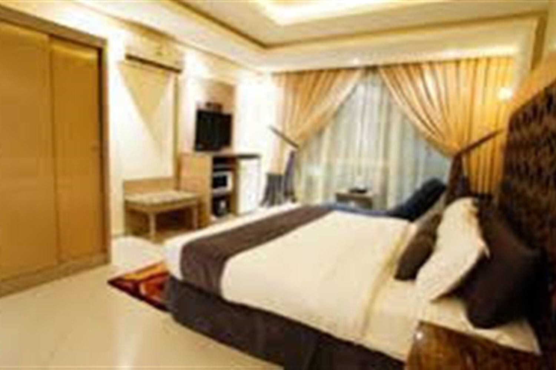 Отель Al Muhaideb Abkarino Hotel Apartment