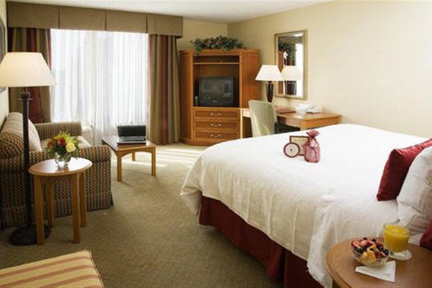 Отель Crowne Plaza Hotel Fort Myers At Bell Tower Shops