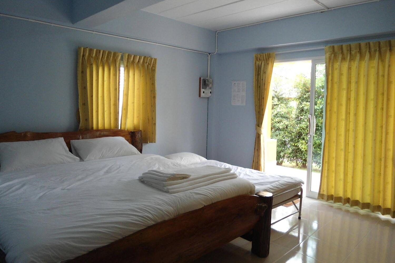 Отель @MyHome Resort Bangsaphan