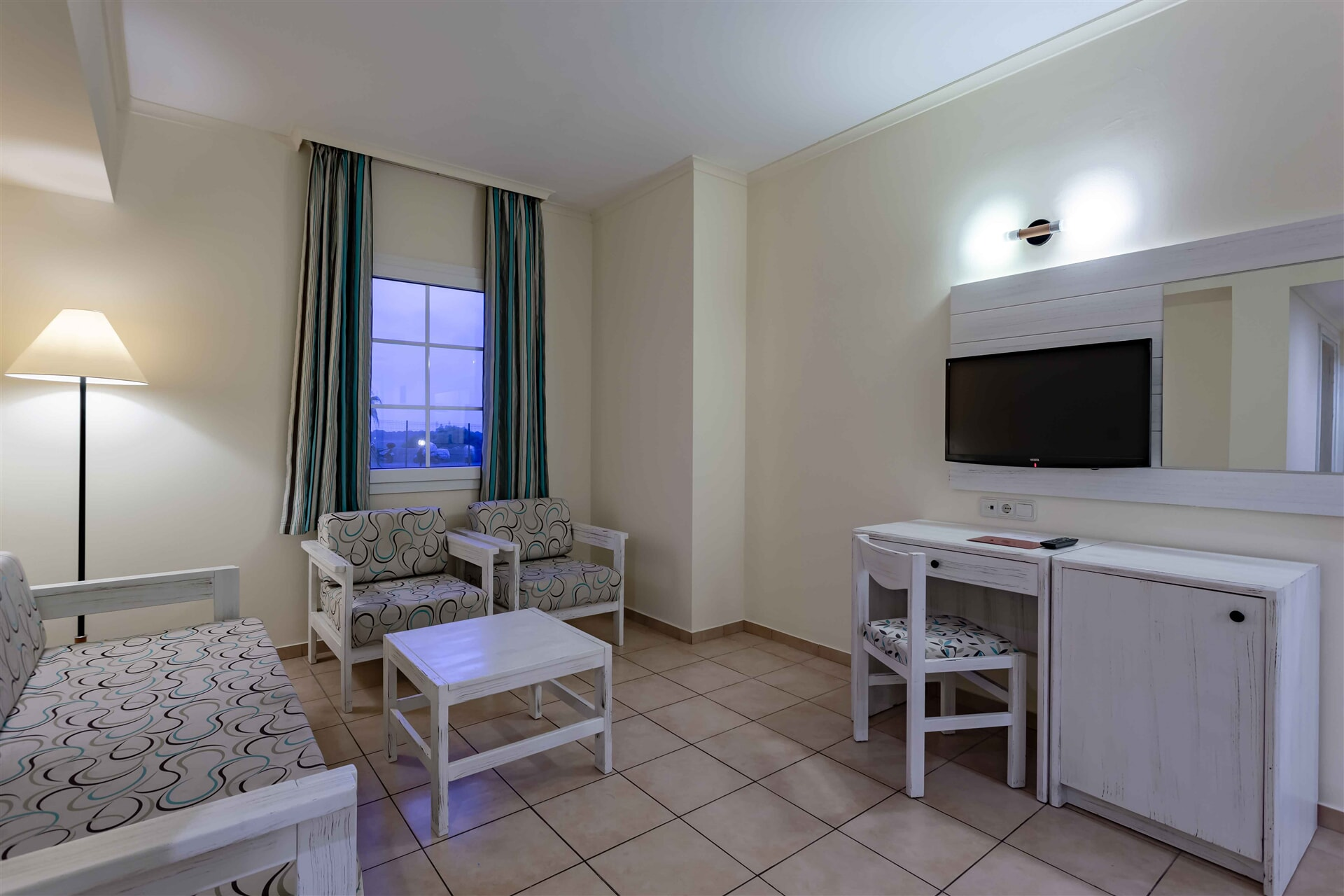 EUPHORIA PALM BEACH RESORT – Family Club Suite