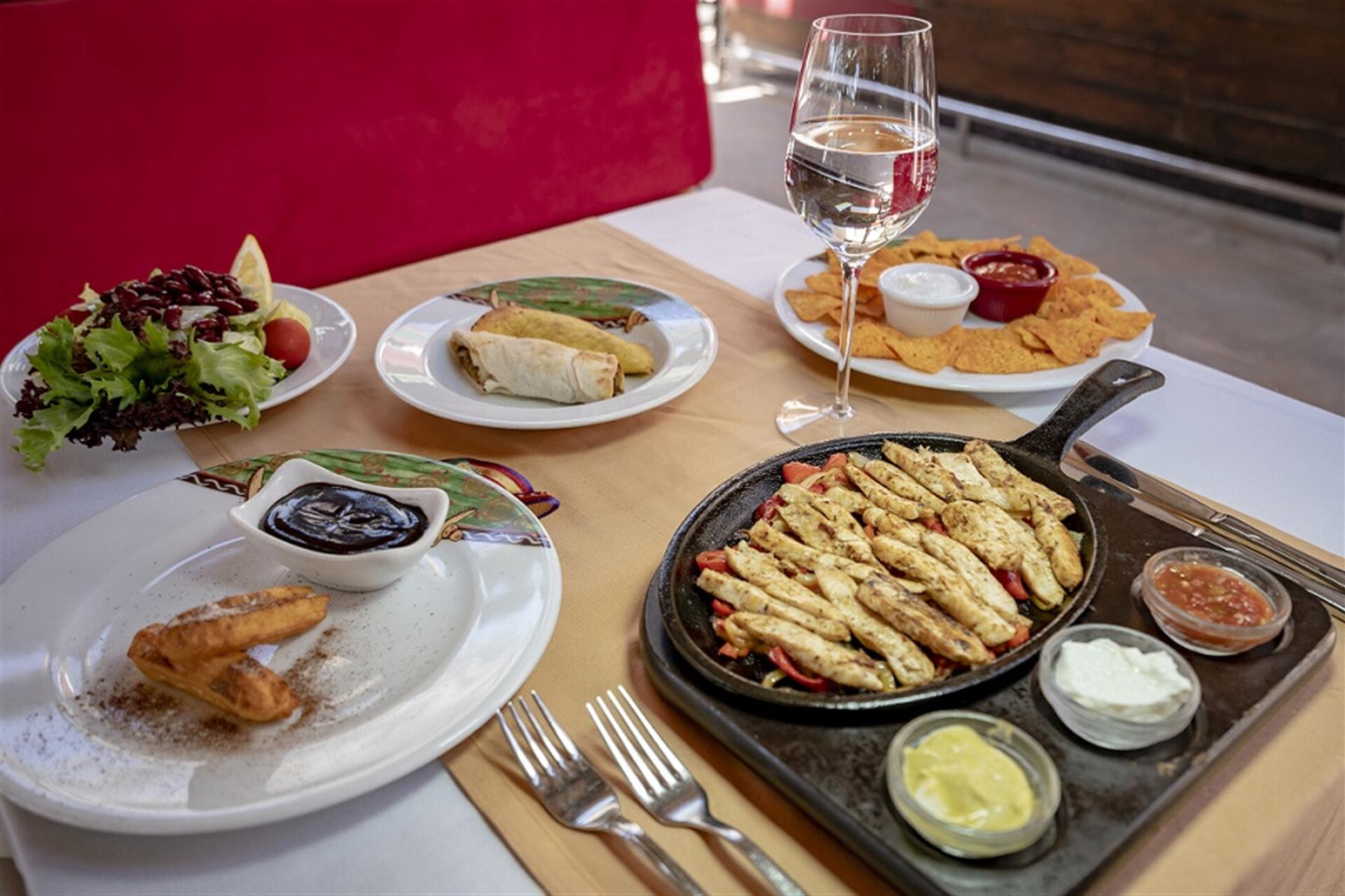 Meksika mutfağının hareketli kültürünü, eşsiz tadı ile dekore ettik.