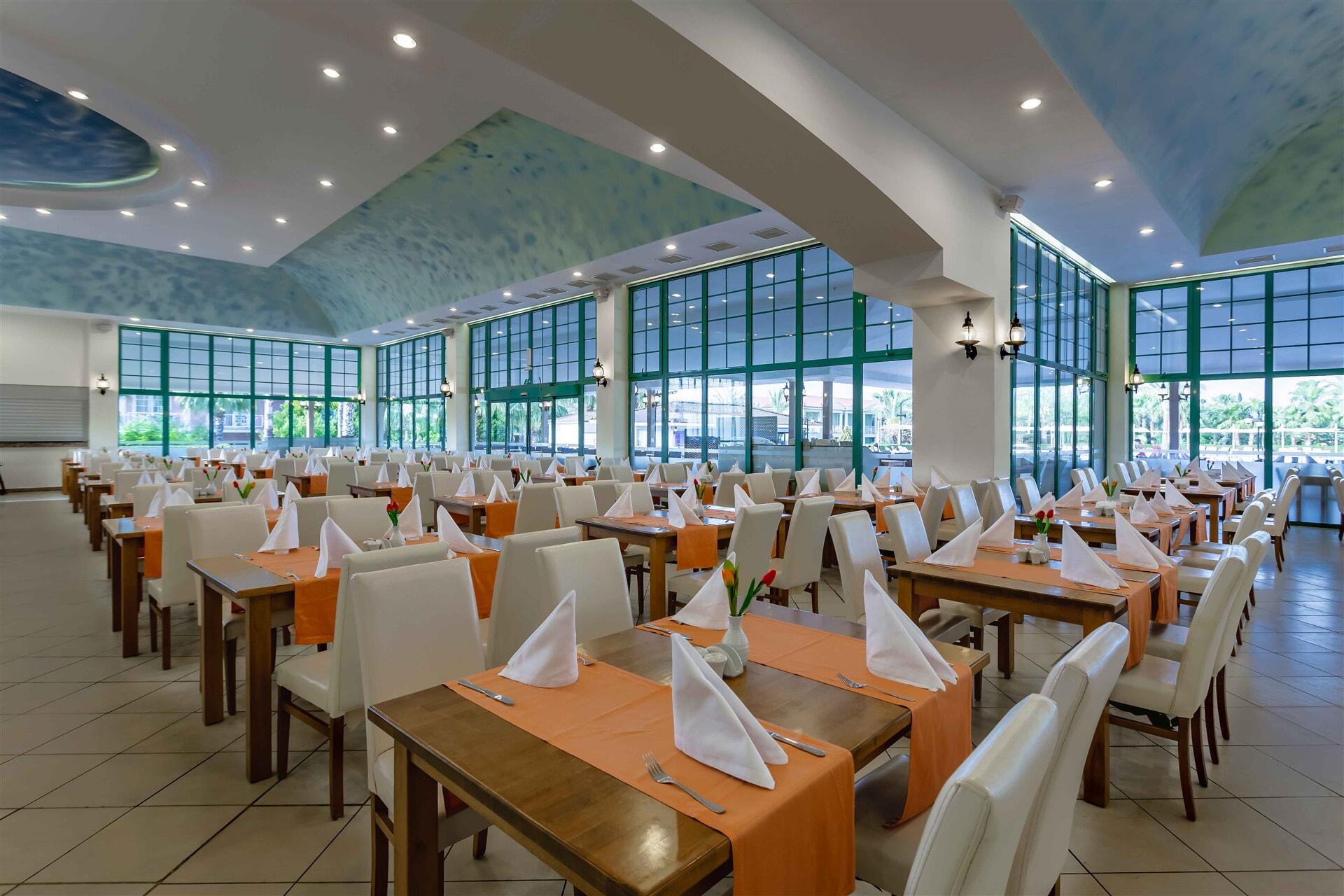 Uluslararası mutfak çeşitlerini, bol alternatif ve lezzetli sunumlar ile her akşam zevkinize sunuyoruz.