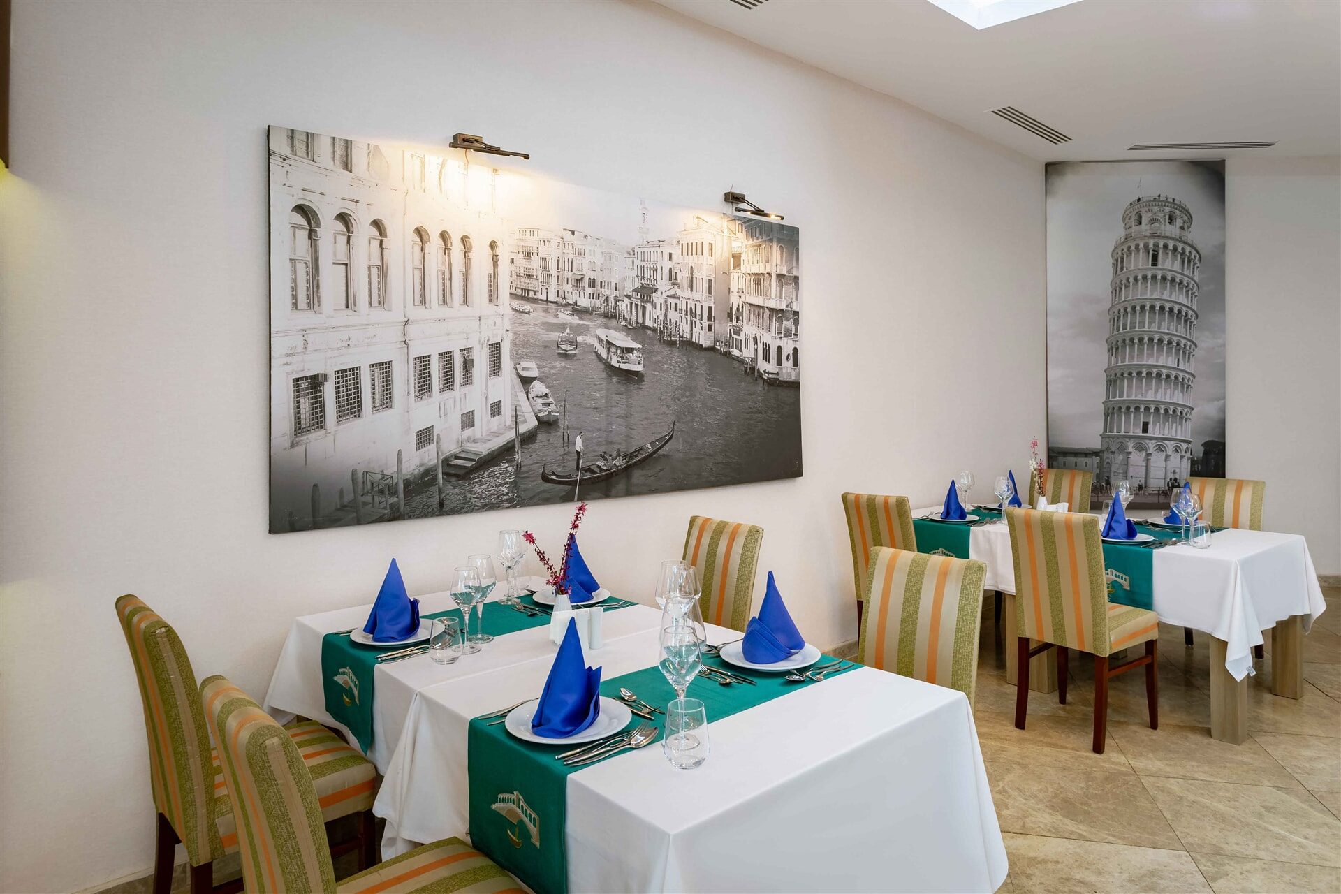 Wir bringen die italienische Küche mit Blick auf den meditarranischen Garten auf Ihren Tisch.