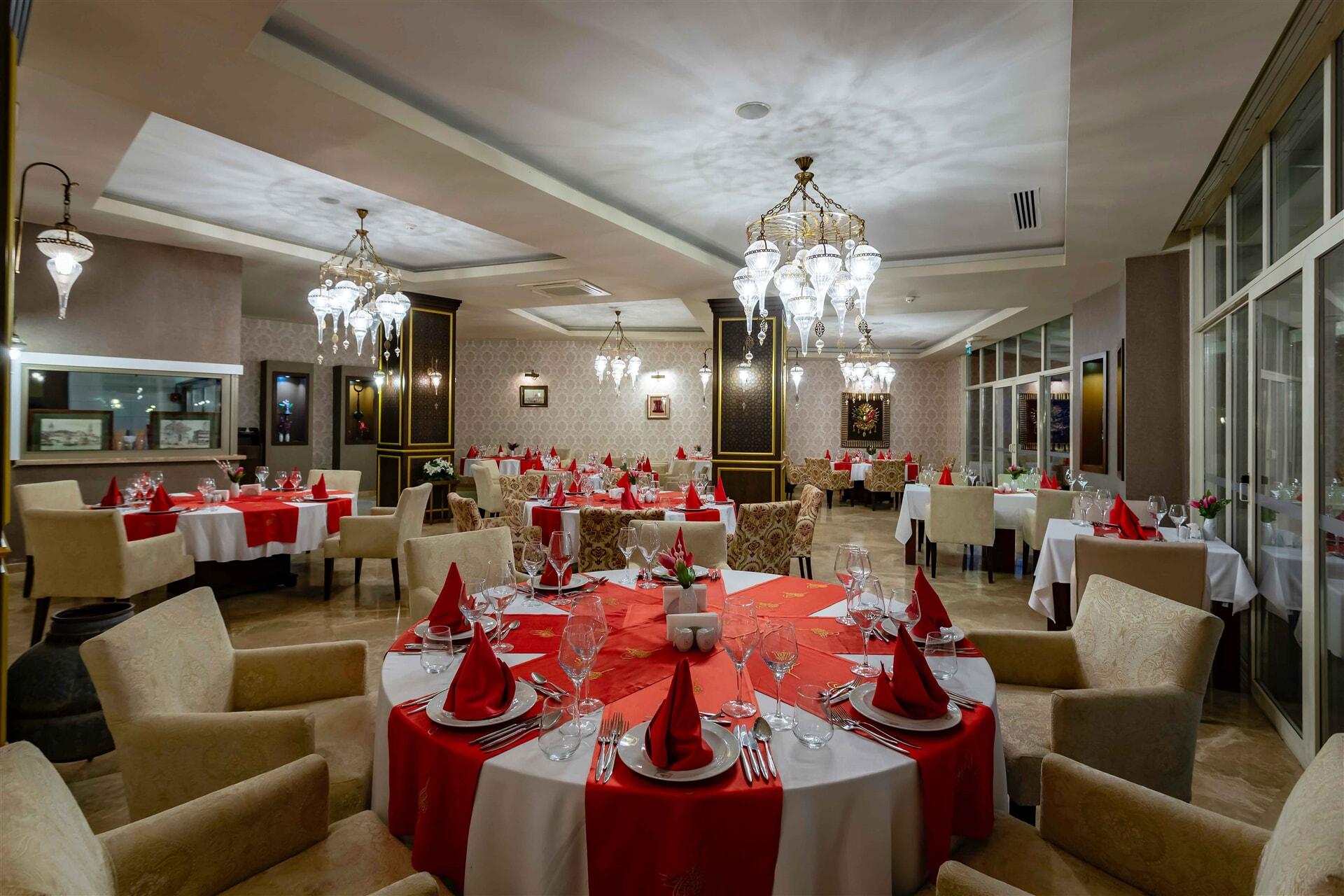 Özel dizayn edilmiş bir ortamda, eşsiz Osmanlı mutfağının tatlarını deneyimleyebilirsiniz.