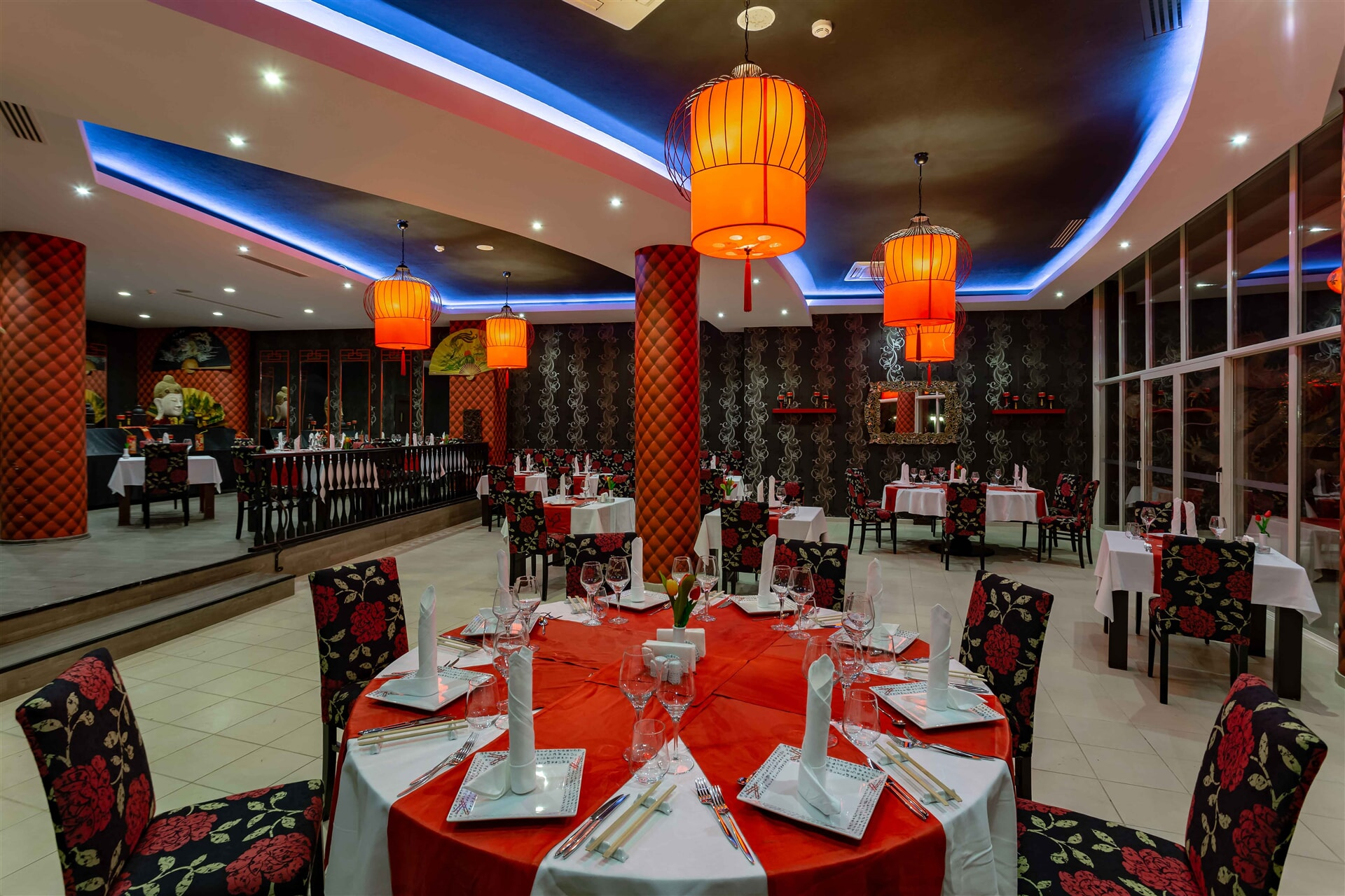 An elegant environment where you can experience the diffrent plates of the Far East.