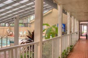 Отель 1 BR Beachfront First Floor Condo - RJV 2457