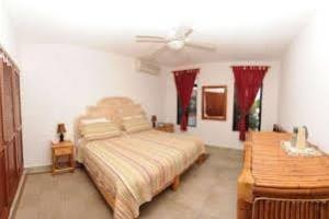 Отель 1 BR Condo Kitchen Sleeps 3 - BRI 8550