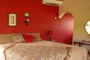 Отель 1 BR Suites with Pool - Runaway Bay - PRJ 1256