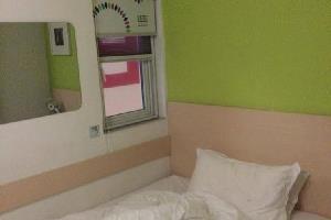 Отель 100 Hotel