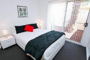 Отель 112 Olive Apartments