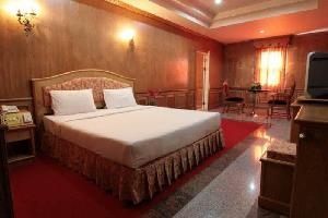 Отель 13 Coins Airport Hotel Ngam Wong Wan (Domestic)