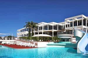 Отель Absolute Beachfront Opal Cove Resort