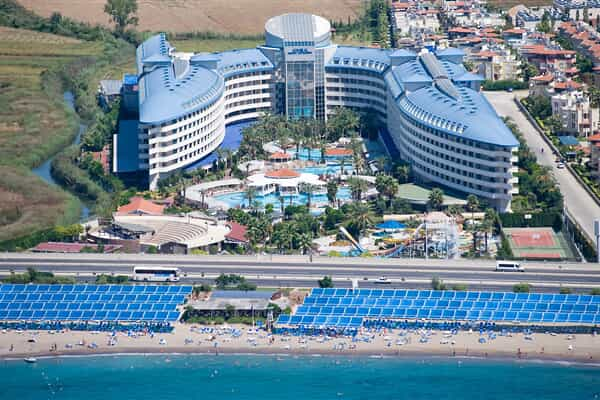 Отель Crystal Admiral Resort Suites & Spa