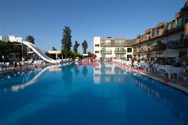 Отель Monna Roza Garden Resort